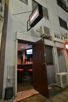 神戸福原にはお酒はオール・ワンコイン!良い意味でその名の通りアバウトなお店がある。